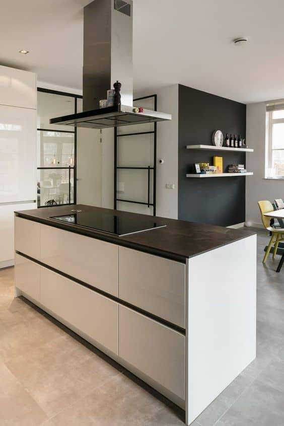 Vernieuwde keuken met kookeiland